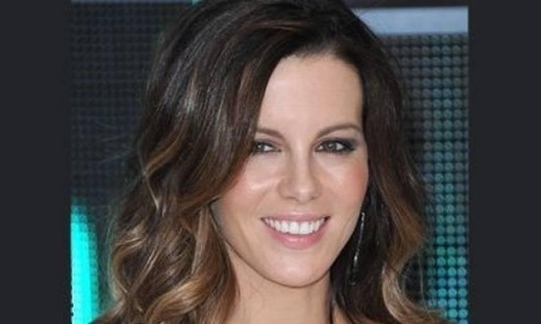 Αντιγράψτε το look: το λαμπερό,μίνιμαλ μακιγιάζ της Kate Beckinsale
