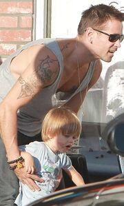 Colin Farrell: Σε τρυφερές στιγμές με το γιο του