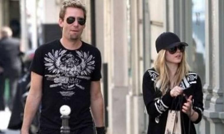 Η Avril Lavigne αρραβωνιάστηκε με δαχτυλίδι 14 καρατίων