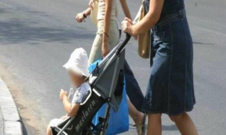 Πάτρα: Άρπαξε το μωρό από τη μάνα και το φίλησε στο στόμα