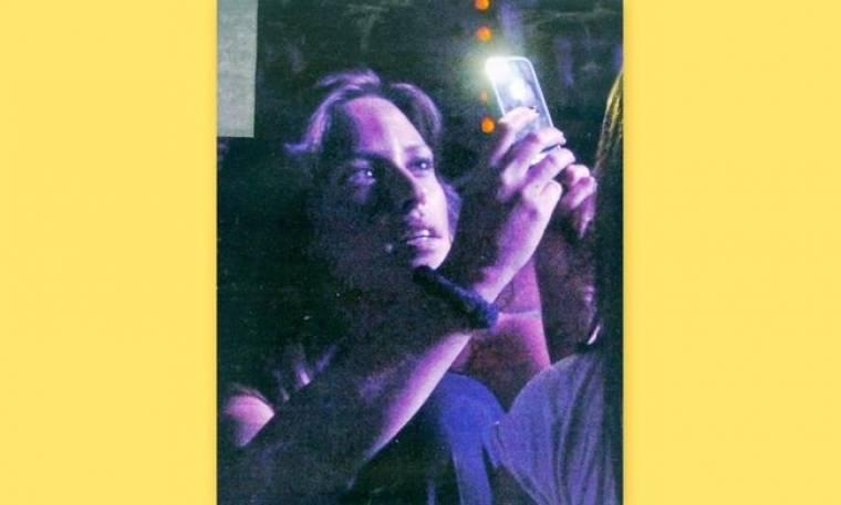 Σίσσυ Χρηστίδου: Ποιον τραβάει στο κινητό της με τόσο ενδιαφέρον;