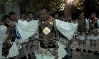 Δείτε τον Νίκο Αλιάγα να… σέρνει πρώτος τον χορό!