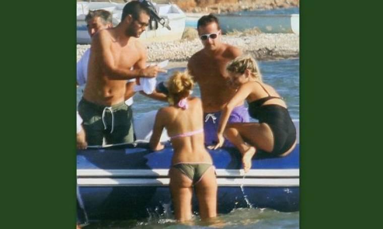Βρε Κώστα βοήθα την Εριέττα να ανέβει στο σκάφος