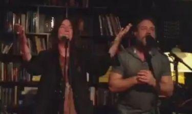 Δείτε τον Russell Crowe να τραγουδά ντουέτο με την Patti Smith!