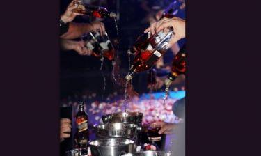 Οικονομική κρίση σου λέει: Άλλοι ξοδεύουν σε λουλουδοπόλεμο και άλλοι σε ακριβά ποτά