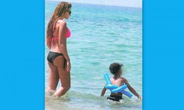 Σίσσυ Χρηστίδου: Παιχνίδια με τον Φίλιππο στη θάλασσα