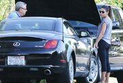 Γνωστή ηθοποιός έμεινε από μπαταρία αυτοκινήτου στη μέση του δρόμου!