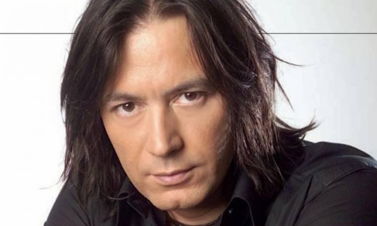 Γιάννης Κότσιρας: «Αγχώνομαι γιατί δεν ανήκω στην κάστα των καλλιτεχνών με τα υψηλά νυχτοκάματα»