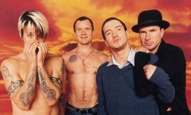 Ένας από τους Red Hot Chilli Peppers έγινε… τσολιάς! (φωτό)