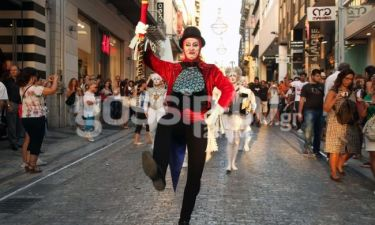 Οι καλλιτέχνες του Cirque du Soleil κατέβηκαν στο κέντρο της Αθήνας!