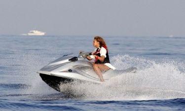 Beyonce: Κάνοντας τζετ σκι στη Γαλλία