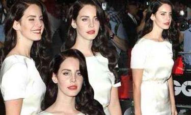 "Lana Del Ray: Μεταμορφώνεται σε ""μαύρη ορχιδέα"" και κερδίζει το στοίχημα με το στυλ"