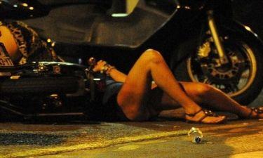 Σε κακή κατάσταση διάσημη ηθοποιός, έπεσε από σταματημένη μοτοσικλέτα!