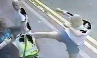 Βίντεο: Έστειλε στο νοσοκομείο τον τροχονόμο με κλωτσιά-καράτε!