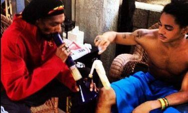 Φωτογραφίες-ΣΟΚ! Ο Snoop Dog καπνίζει με τον γιο του μαριχουάνα και ανεβάζει φωτογραφίες στο twitter!