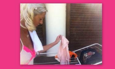 Αποκλειστικό: Η Τζούλια Αλεξανδράτου με «μειωμένο στήθος» στο μπαλκόνι απλώνει μπουγάδα (1) (Nassos blog)