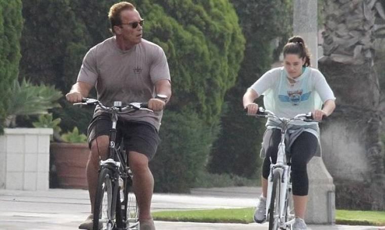 Arnold Schwarzenegger: Βόλτες με το ποδήλατο και την κόρη του