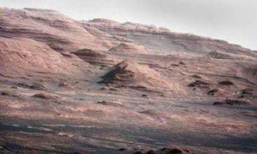Βρέθηκε στον Άρη μια μυστηριώδης πέτρα-πυραμίδα