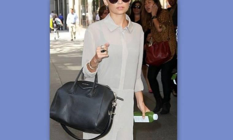 Ποια διάσημη star κυκλοφορεί με οκτώ ζευγάρια γυαλιά στην τσάντα της;