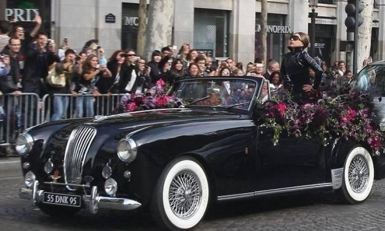 Lady Gaga: Βόλτες στα Ηλύσια Πεδία με μια Jaguar