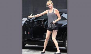 Η Melanie Griffith είναι 55 χρονών, τα πόδια της 25