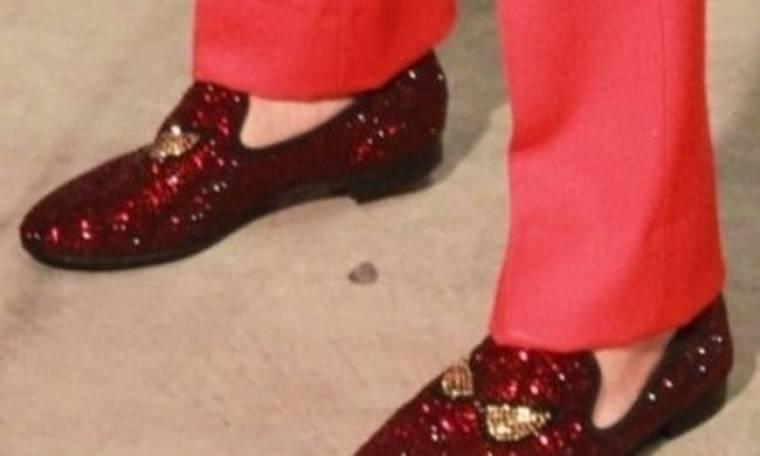 20 χρόνια Φοίβος: Ποιος διάσημος τραγουδιστής φόρεσε αυτό το παπούτσι;