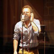 Ο Κώστας Καραφώτης… «Ξαφνικά» στο στούντιο-Δείτε backstage!