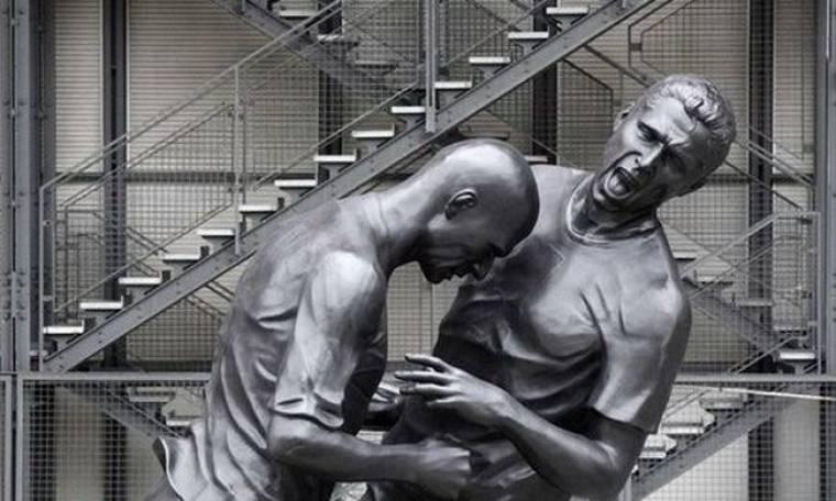 Ζιντάν και Ματεράτσι αγάλματα στο κέντρο του Παρισιού