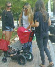 Ελένη Πετρουλάκη: Βόλτα μόνο για κορίτσια!