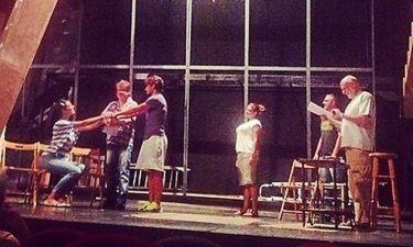 Δείτε backstage από την θεατρική παράσταση «Υπηρέτης δύο αφεντάδων»