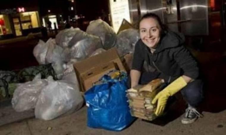Τρώει από τα σκουπίδια για να κάνει οικονομία
