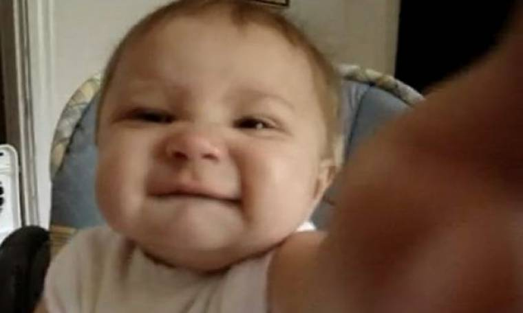 """Βίντεο: Τον αγαπάς τον μπαμπά; """"Όχι σου λέω""""!!!!!"""