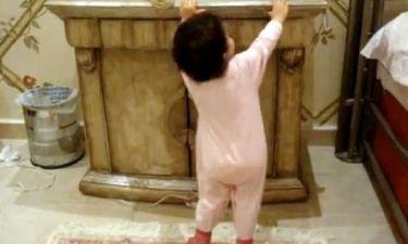 Βίντεο: Πιτσιρίκα χορεύει τραγούδι της Rihanna με κέφι!