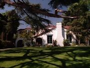 «Χτυποκάρδια στο Μπέβερλι Χιλς»: Δείτε πώς είναι σήμερα το στέκι της παρέας, το σπίτι του Μπράντον και το κολέγιο