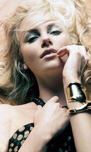 Charlize Theron: «Καυτή» φωτογράφηση για το Max
