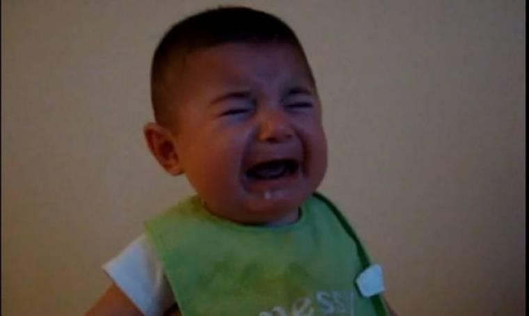 Βίντεο: Δείτε το πιο αστείο λυπημένο μωρό!