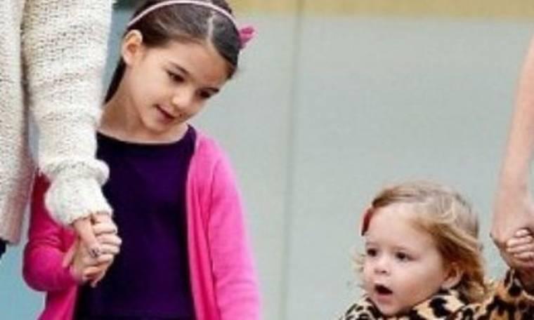 Επιτέλους η Suri Cruise κάνει παρέα με παιδάκι της ηλικίας της
