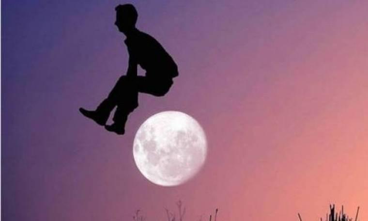 Απίθανες φωτογραφίες: Πηδώντας πάνω από το φεγγάρι!