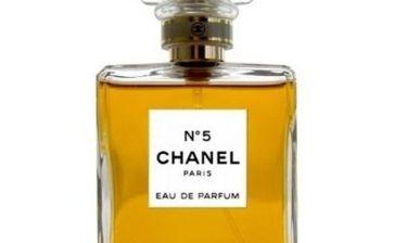 Chanel No5: όλη η μαγεία του θρυλικού αρώματος σε 4 λεπτά!