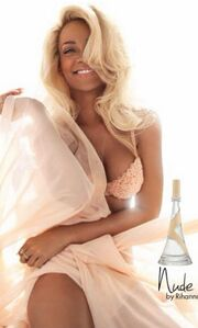 Rihanna: Σχεδόν αγνώριστη στη διαφήμιση του αρώματός της!