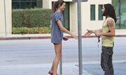 Russell Brand: Κάνοντας «καμάκι» στο δρόμο!