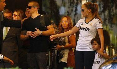 Jennifer Lopez: Φορώντας την φανέλα της Ρεάλ Μαδρίτης με τα δίδυμα!