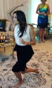 Δείτε την Eva Longoria ξυπόλητη και χωρίς τα ψηλοτάκουνα!