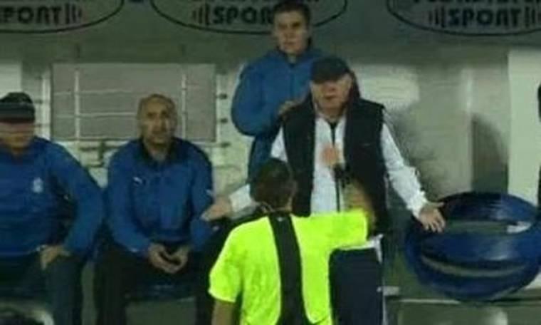 Προπονητής πέταξε... φορείο στο γήπεδο (video)