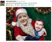 Ποιος επώνυμος Έλληνας «ανέβασε» φωτογραφία στο διαδίκτυο αγκαλιά με την Μέρκελ;