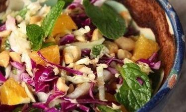 Ανάλαφρη Σαλάτα με λάχανο και ξηρούς καρπούς