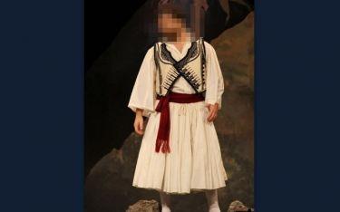 Ποιος επώνυμος της σόουμπιζ «ανέβασε» στο διαδίκτυο φωτογραφία του ντυμένος τσολιάς;