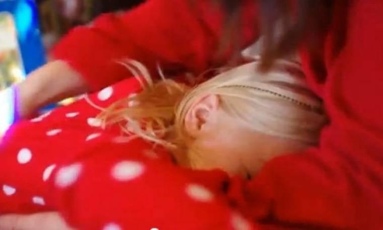 Τρυφερό βίντεο: Δείτε πως αντιδρά μια πιτσιρικά όταν η μαμά της ανακοινώνει ότι θα γίνει η μεγάλη αδερφή