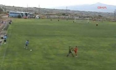 Βοηθός διαιτητή γρονθοκόπησε παίκτη στην Τουρκία (video)