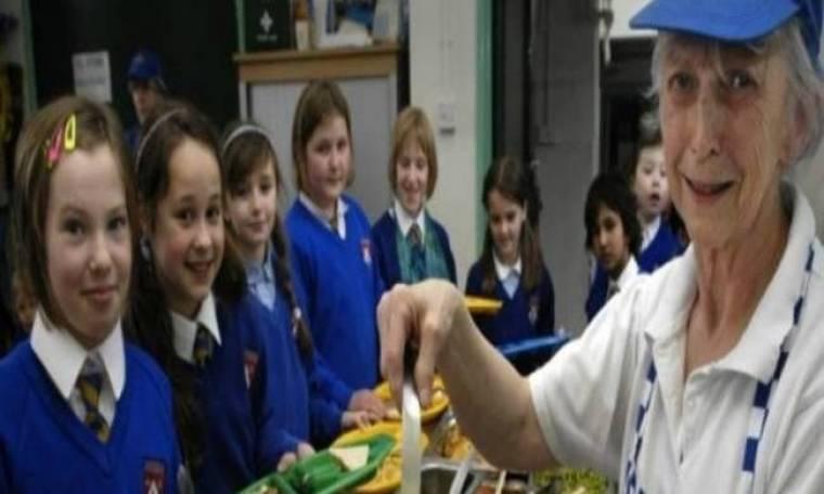 Ζήτησαν από μαγείρισσα σχολείου να μαγειρεύει χειρότερα!
